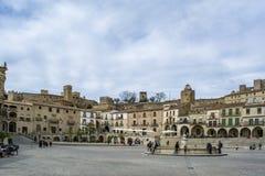 马约尔广场全景在特鲁希略角在卡塞里斯 免版税库存图片
