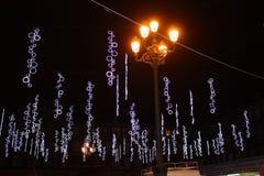 马约尔广场在有圣诞装饰的马德里 库存图片