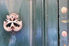 马耳他威严的2015年瓦莱塔街道美丽的古色古香的门把手 免版税图库摄影