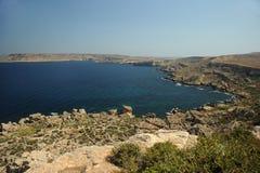 马耳他岩石和剧烈的海岸线  免版税库存照片