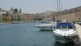 马耳他瓦莱塔 小船和船在口岸 影视素材