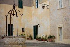 马耳他,姆迪纳,广场Mesquita在有砂岩门面的老中世纪城市 图库摄影