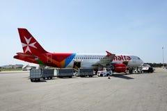 马耳他航空公司航空器采取维护的在马耳他机场 库存照片