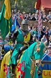 马背中世纪的骑士 库存照片