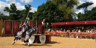马背射击在沃里克城堡,英国 库存照片