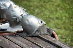 马背射击的盔甲 免版税库存图片