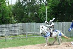 马背射击的骑士 库存照片