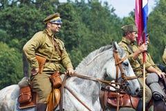 马背持枪骑兵领导先锋 图库摄影