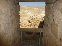 马萨达堡垒漏洞在山的Judean沙漠 免版税库存图片