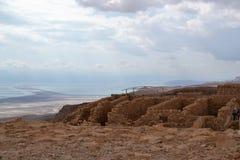 马萨达-古老设防,希律王沙漠堡垒在Judean沙漠,死海,以色列看法  免版税库存图片