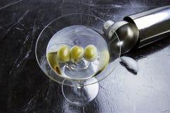 马蒂尼鸡尾酒橄榄三 免版税库存图片