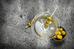马蒂尼鸡尾酒橄榄 免版税库存图片