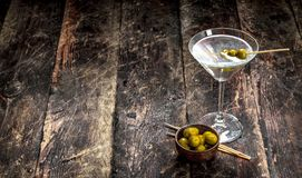 马蒂尼鸡尾酒橄榄 图库摄影