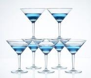 马蒂尼鸡尾酒玻璃金字塔 免版税库存图片