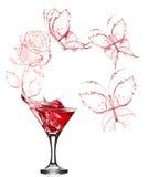 马蒂尼鸡尾酒红色玫瑰飞溅 库存照片
