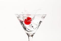马蒂尼鸡尾酒飞溅 免版税库存图片