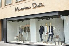 马西莫杜蒂时尚商店店面在城市图卢兹的中心 免版税库存照片