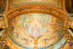 马赛克天花板在教会里 免版税图库摄影