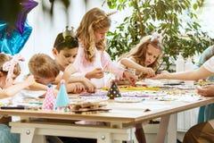 马赛克孩子的难题艺术,儿童` s创造性的比赛 库存图片