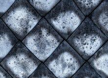 马赛克锭剂水泥灰色帆布风化了老,沉积黑暗样式损坏的一部分的屋顶表面 免版税图库摄影