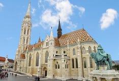 马赛厄斯教会、布达城堡在布达佩斯和游人 免版税库存照片