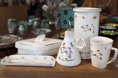 马赛,法国-大约2014年7月:销售在a的纪念品陶器 免版税库存图片
