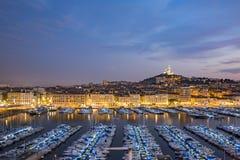 马赛,法国- 2017年10月02日:马赛旧港口的晚上视图  免版税库存图片