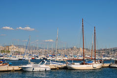 马赛,法国- 9月 10日2010年:在口岸的许多游艇 库存图片