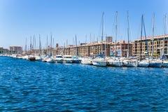 马赛 小船和游艇在旧港口停泊  库存图片