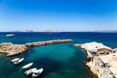 马赛 钓鱼海港在背景Friulian群岛 免版税库存照片