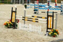 马跳跃的障碍 免版税库存照片