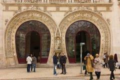 马蹄形的曲拱入口。Rossio驻地。里斯本。葡萄牙 免版税库存照片