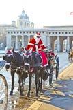 马车夫在维也纳装饰了作为圣诞老人 免版税库存照片