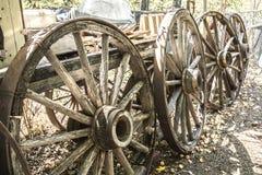 马车车轮和无盖货车往日样式 免版税库存照片