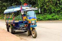 马达三轮车汽车服务在老挝 免版税库存照片