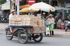 马达三轮车的人 库存照片