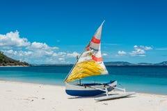 马达加斯加人的舷外架独木舟 库存照片