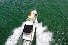 马达小的游艇 免版税库存图片