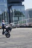 马达自行车杂技 免版税库存照片