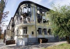 马里乌波尔,乌克兰- 2014年10月11日:被放弃的大厦  免版税库存照片