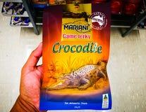 马里亚尼鳄鱼生涩的肉95%无脂肪 在内地澳大利亚人的狂放的口味,是所有场合的完善的快餐 库存照片