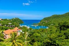 马里戈特海湾,圣卢西亚,加勒比 热带海湾和海滩在异乎寻常和天堂风景风景 找出马里戈特海湾  库存图片