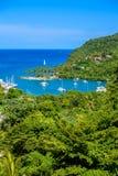 马里戈特海湾,圣卢西亚,加勒比 热带海湾和海滩在异乎寻常和天堂风景风景 找出马里戈特海湾  免版税图库摄影