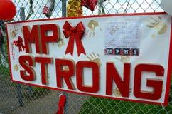 马里斯维尔Pilchuck校园枪击案纪念品标志 免版税库存图片