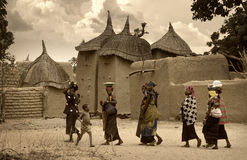 马里,西非- Dogon村庄泥房子, Peul和Fulani p 库存图片