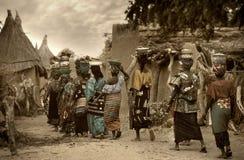 马里,西非- Dogon村庄泥房子, Peul和Fulani p 图库摄影