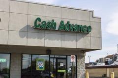 马里-大约2017年4月:现金垫款购物中心地点 现金垫款是发薪日贷款银行我 库存图片