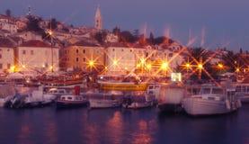 马里Losinj海岛城镇在夜间 免版税库存照片