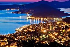 马里Losinj海湾城镇在日落的 图库摄影