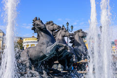 马雕塑和喷泉 免版税库存图片